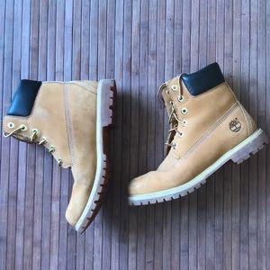 "✨flashSALE✨Timberland • Classic 6"" Boot"